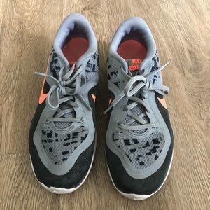 fun print Nike tennis shoe!